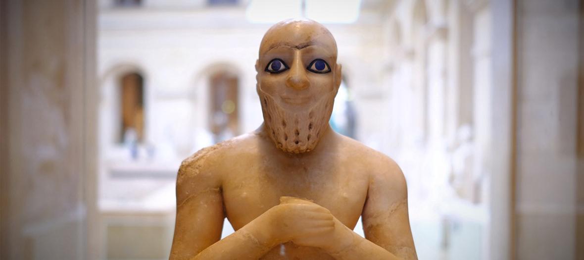 Statue égyptienne exposée au musée du Louvre