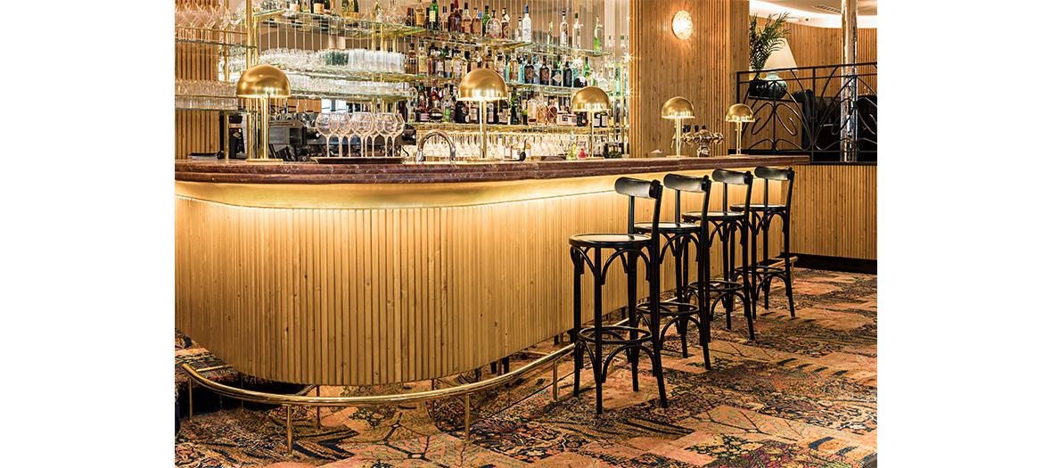 Salle du restaurant et bar du cinéma Beau Regard