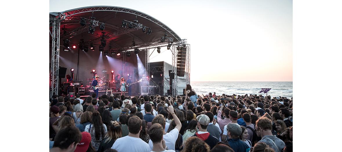 Festival Cabour mon amour sur une plage