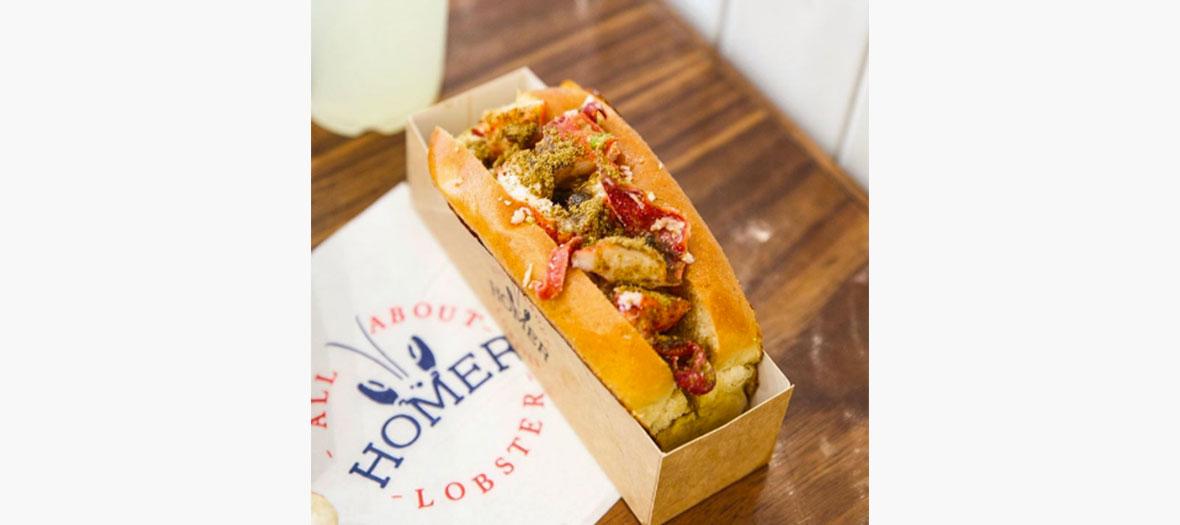 Le lobster roll du restaurant street food Homer Lobster à Paris