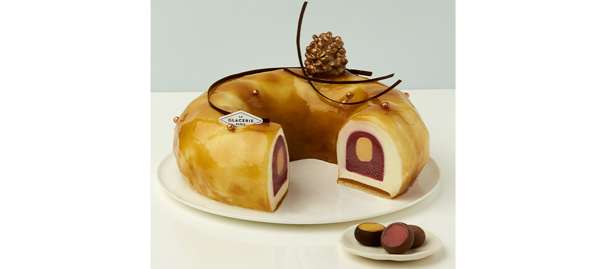 La couronne des rois aux amandes caramélisées, une glace à l'amande douce, un caramel coulant à la vanille et des sorbets muroise et abricot à la badiane de la Glacerie de David Wesamaël