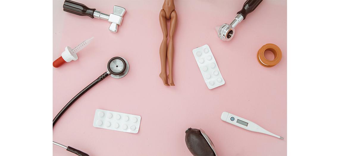 Faire le point avec son gynécologue : frottis, contraception, MST, palpation des seins, mammographie.