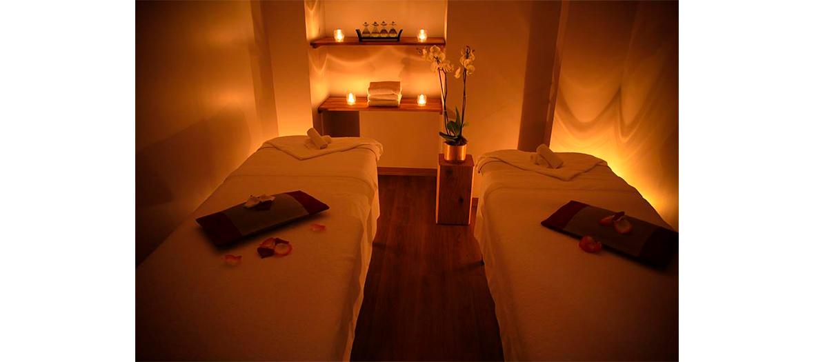 Les massages chez Mont Kailash  proposées sont l'Art Traditionnel du Tibet ou le massage Lung Sang aux petits sachets d'herbes trempés dans l'huile chaude