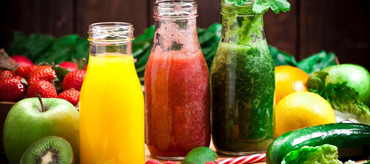 Detox et regime alcalin avec Caterine Malpas la nutritionniste des stars avec des smoothie vert et des curry végétariens