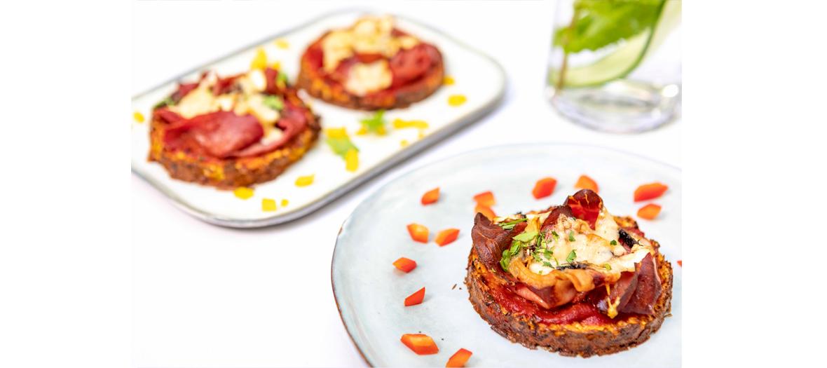 Viande, de poissons gras comme le saumon, oeufs, garnie de Mozzarella et Parmigiano Reggiano de Keto
