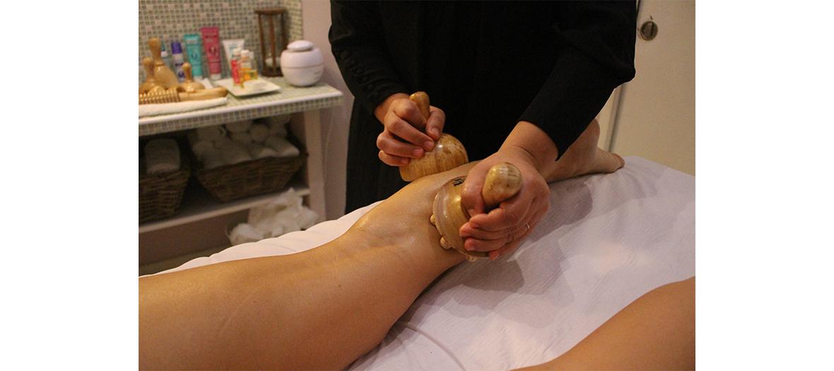 Scéance de madérothérapie avec le masage minceur de Colombie à Olfa Perbal