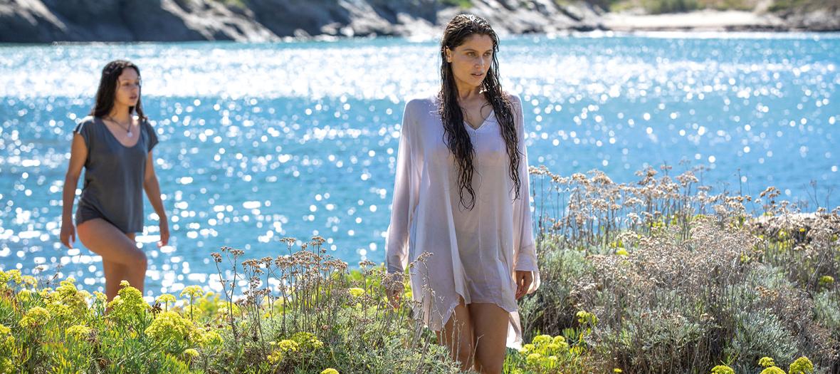 Noée Abita, Laetitia Casta de la Serie Une Ile de  Gaïa Guasti et Aurélien Molas