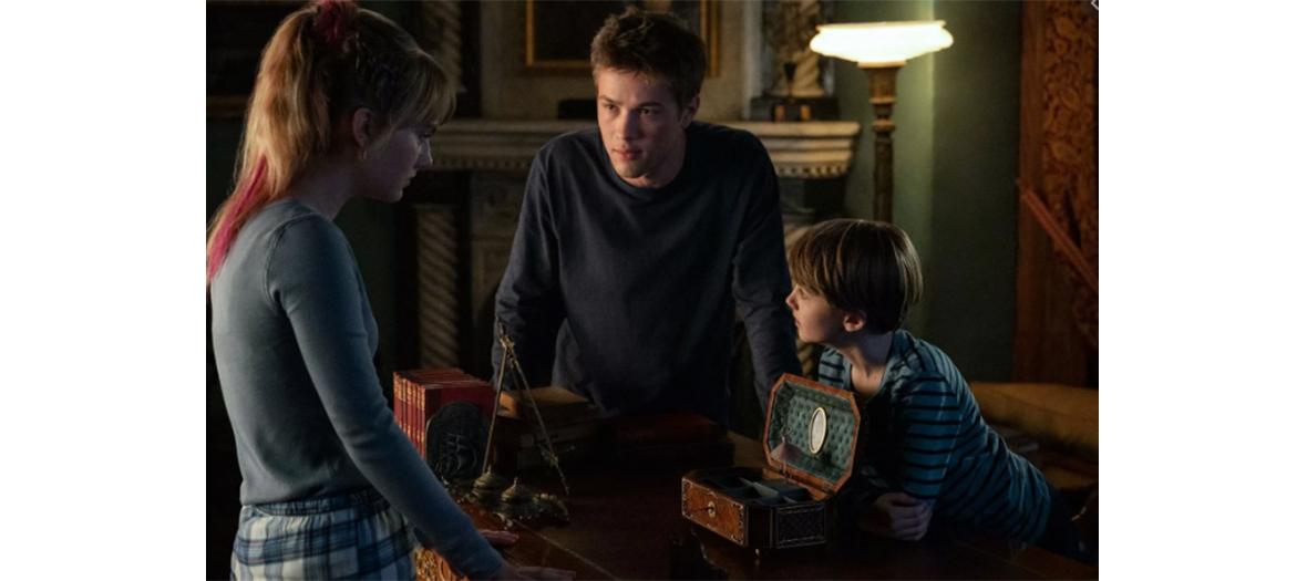 Connor Jessup, Emilia Jones et Griffin Gluck acteurs de la serie Locke et Key