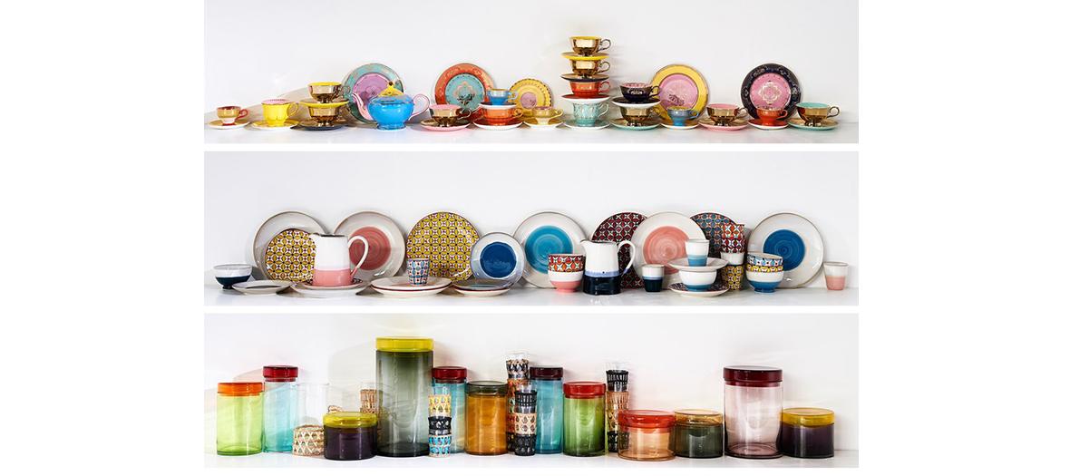 Vaisselle déco composé de bouteilles, assiettes à dessert, bols Hippy, Pols Potten