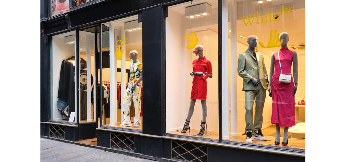 La vitrine du pop up store streetwear Off White à Paris