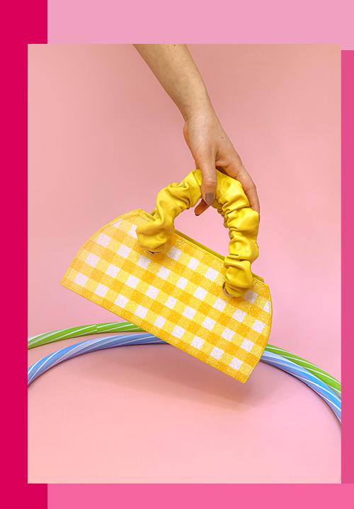 Le sac Camille en denim, à motif vichy, bicolores, unis et des carrés de soie à forme rétro du labels Miyette de Roxane et Boris Tardy
