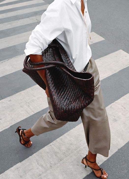 Chemise, jupe-culotte, ceinture, sandales, le tout Massimo Dutti