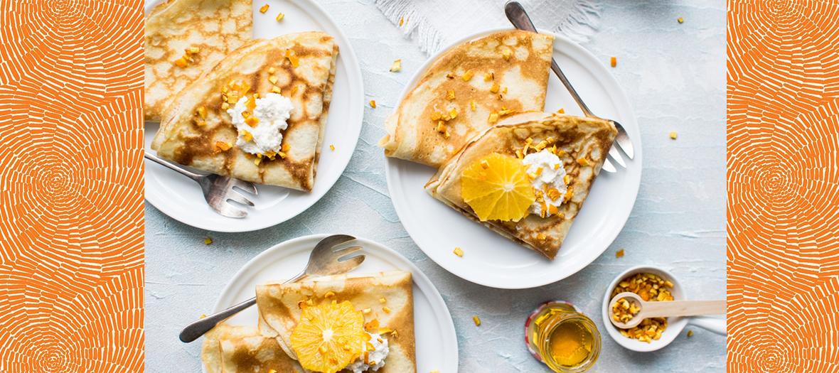 Crepes à la Fleur D'Oranger avec farine, sucre, levure, œufs, beurre, vanille, jus et zeste d'orange, lait