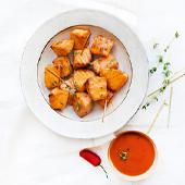Plat de Saumon Laque Spicy avec sauce sriracha, pavés de saumon, miel, sauce soja, thym, huile d'olive, Poivre du moulin