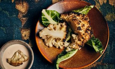 Plat de Choufleur Roti avec pâte de sésame, huile d'olive,  jus de citron, Thym, laurier et ail