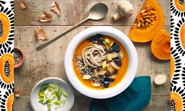 Recette de la soupe traditionnelle japonaise avec de la courge et de l'huile de coco