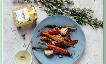 Plat d'aiguillette de Canard Et Carottes roties au miel, ail, romarin, Sel et poivre