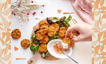 Plat de Croquettes De Patate avec quinoa, Huile d'olive, salade, Piment, Sel et poivre