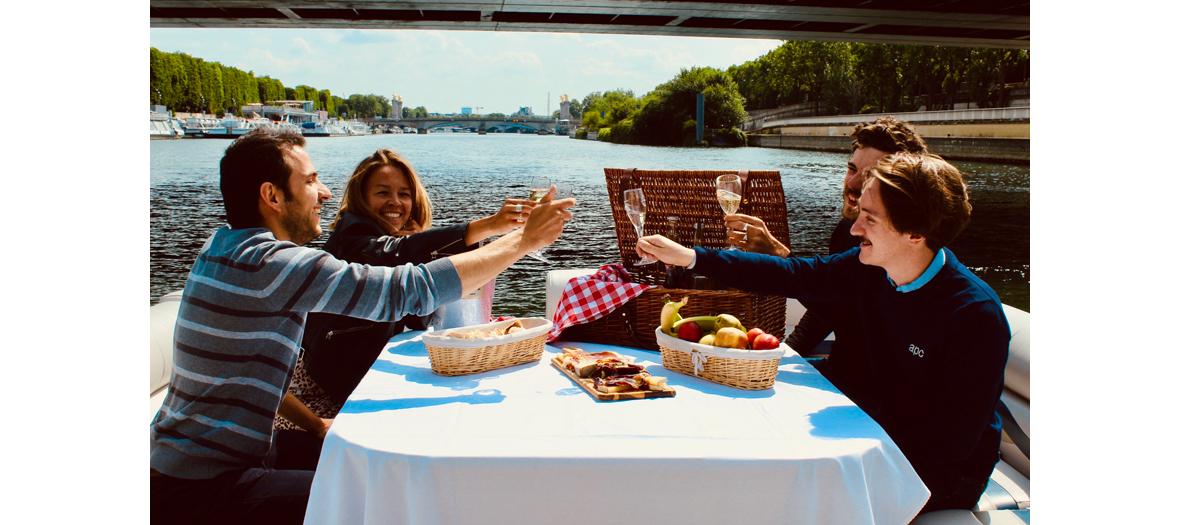 Balades apéro sur l'eau entre copains avec la Compagnie Green River Cruises