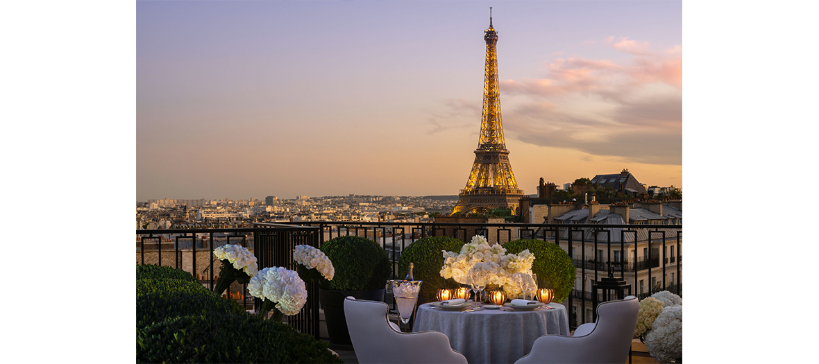 the george V terrace with view on  Eiffel tour