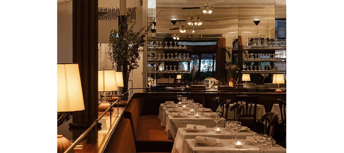 Ambiance art déco des années 30 à la Brasserie de l'hôtel Rochechouart à Paris
