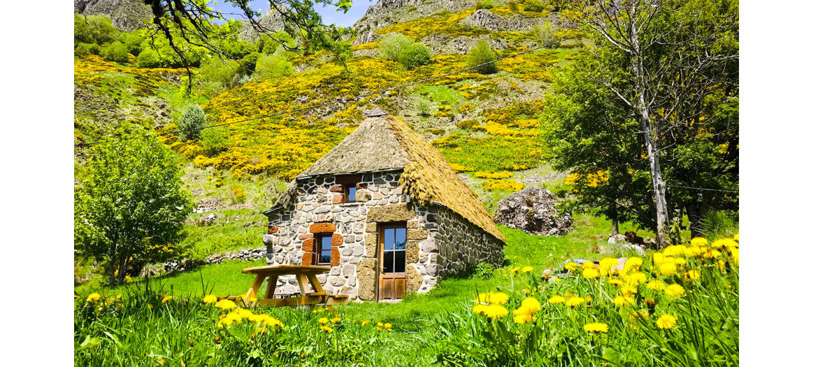 La chaumière d'Heidi en Ardèche dans le Parc Naturel Régional des Monts d'Ardèche.