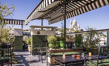 Le bar sur le toit, le rooftop de l'hôtel Rochechouard à Paris