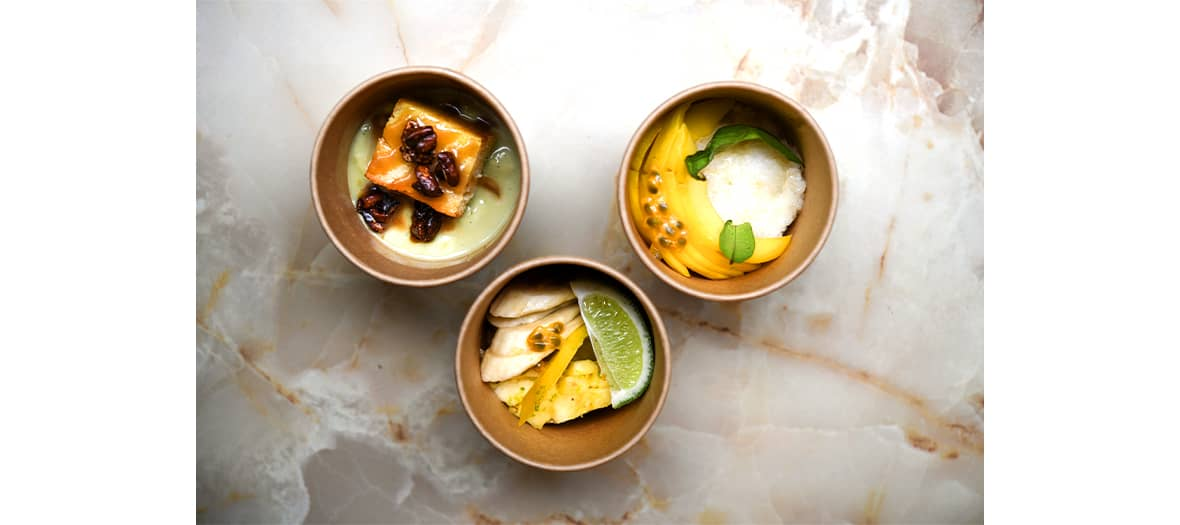 Les desserts de La Brigade du Tigre avec le flan matcha - chocolat blanc, le sticky rice à la mangue et le cake coco caramel et cacahuètes