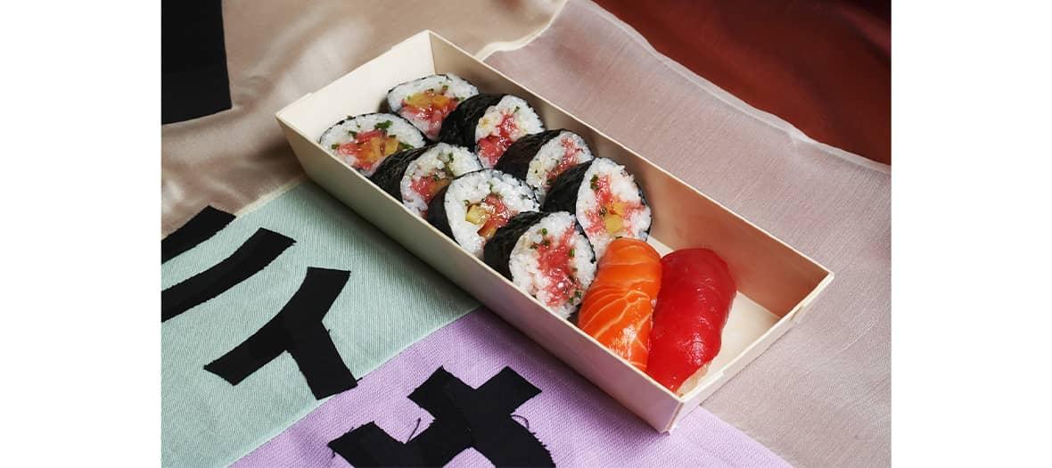 Les sushis de chez Onii-San avec sa boîte composée de 8 pièces de maki thon gras / kampyo