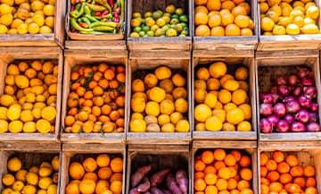 fruit et légumes au marché de l'alma à Paris