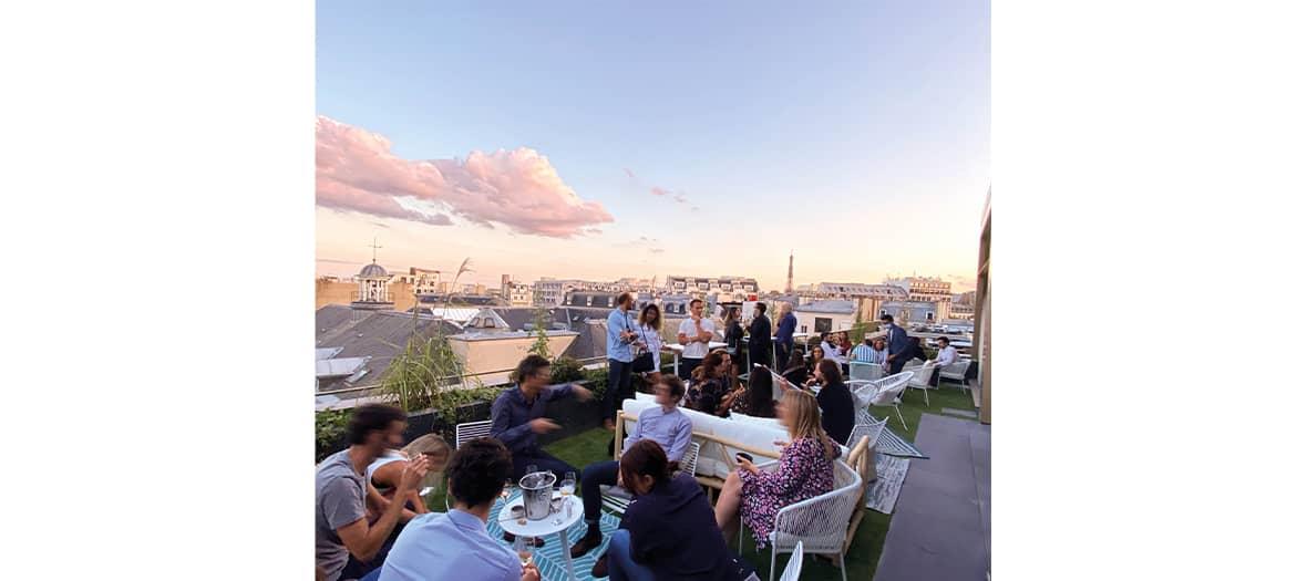 Le rooftop du Pley Hotel à Paris