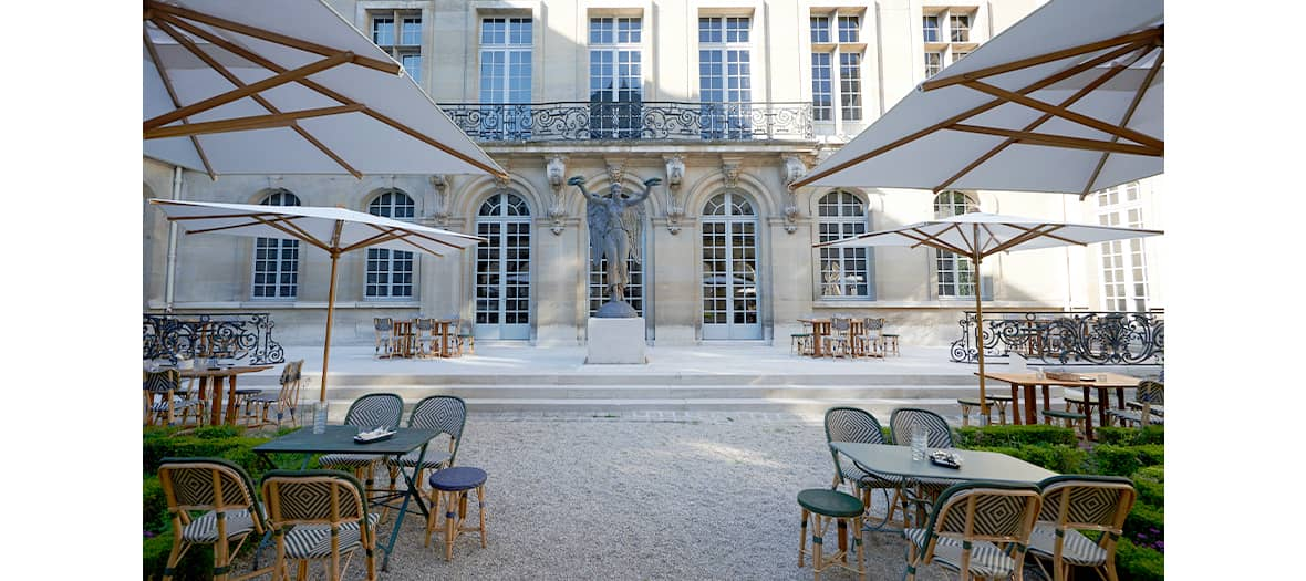 Terrace and garden at the cour d'olympe in Paris