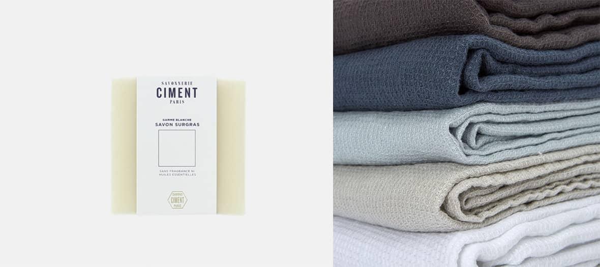Des cadeaux à offrir avec une serviette de bain en nid d'abeille et des savons Barrensatial.
