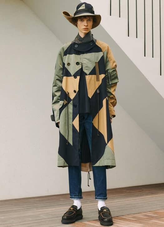 les mailles extraordinaires, blousons, trenchs et manteaux aux lignes hybrides pour imposer un véritable statement Sacai