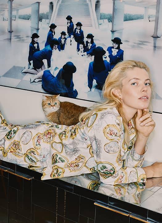 Pyjama composés de dessins de miroirs, de tableaux et de grosses compositions florales Paul & Joe,