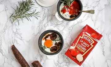La recette des Oeufs Cocotte à la sauce tomate pour les brunchs du dimanche