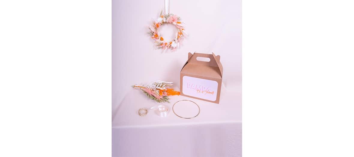 Se fabriquer une couronne en fleurs séchées avec Pampa