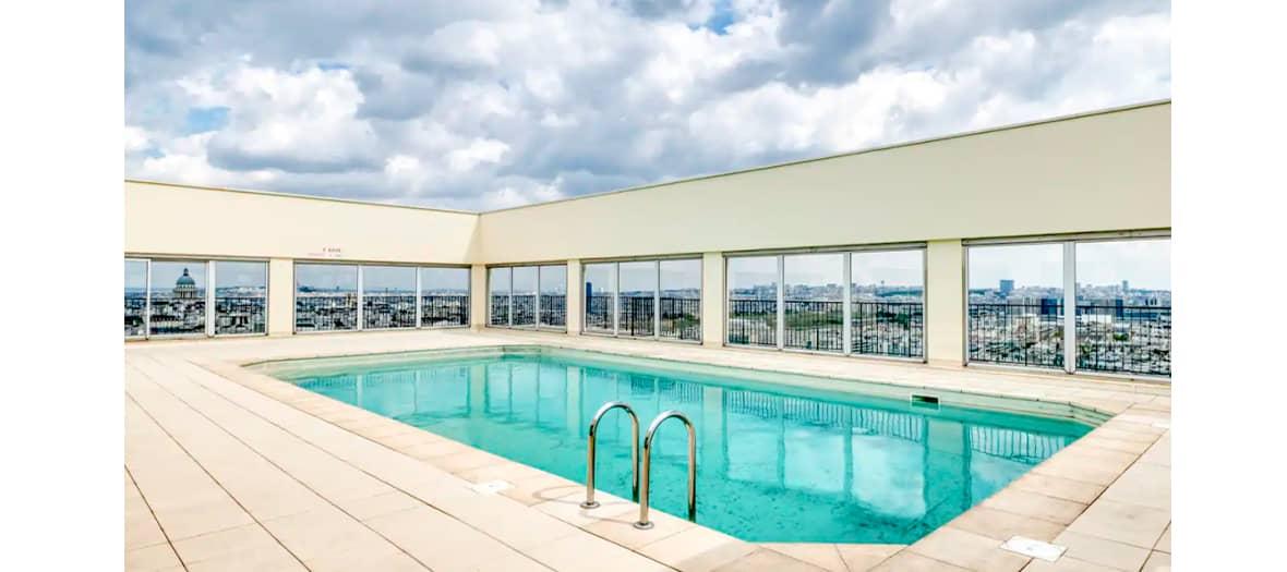 Louer une piscine sur un rooftop avec vue sur la Tour Eiffel avec Rbnb