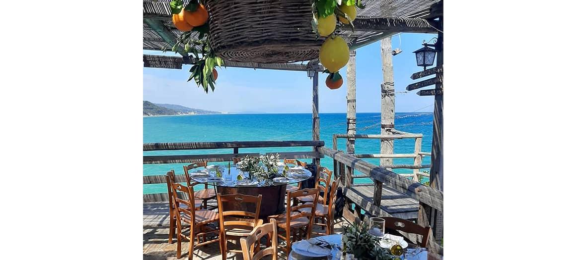 La table Trabucco di Monte Pucci dans la péninsule du Gargano