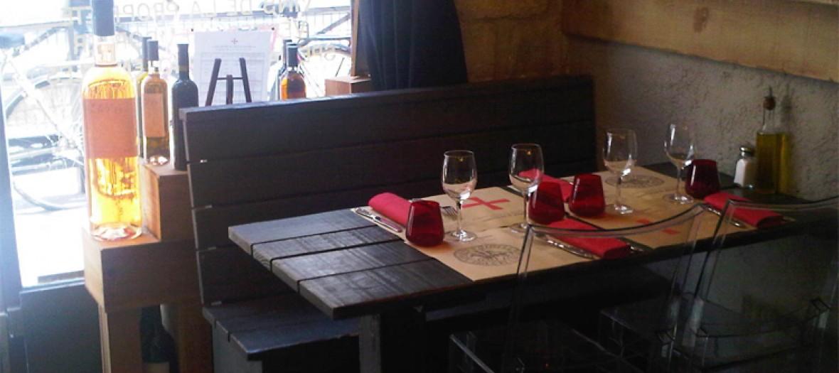 Un jour a Peyrassol, inside restaurant