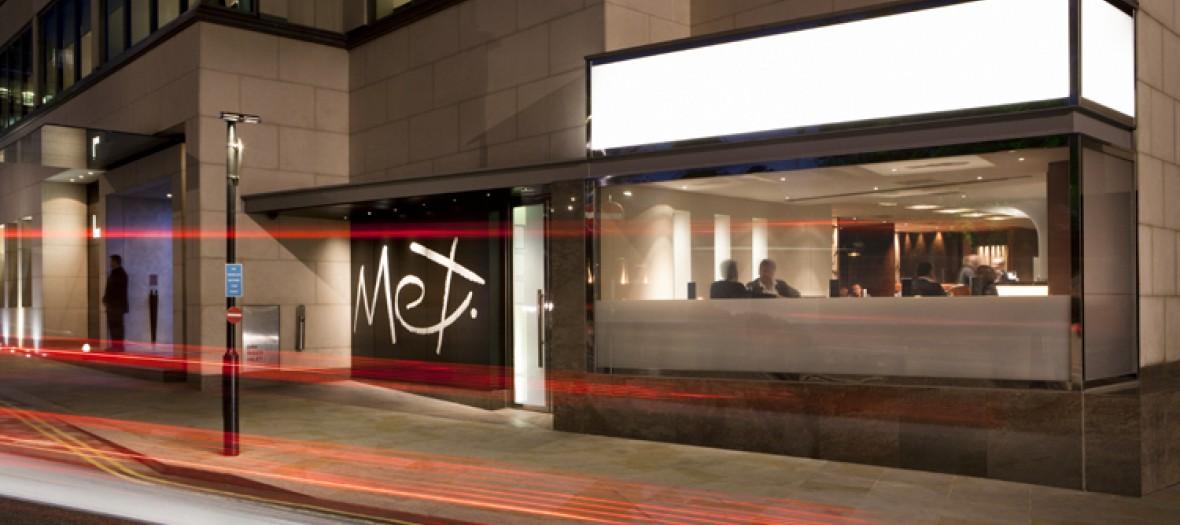 met-bar-exterior-320