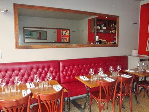 Un restaurant le miroir for Le miroir rue des martyrs