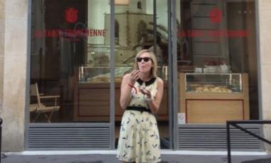 St Trop' déboule à Saint-Germain-des-Prés dans un salon de thé